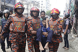 August 15, 2017 - Dhaka, Bangladesh - Bangladesh fire brigade personnel carry an injured man to hospital after a blast, as Bangladeshi policemen try to flush out suspected Islamist radicals who have holed up in a building in Dhaka, Bangladesh (Credit Image: © Suvra Kanti Das via ZUMA Wire)