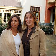 Opening Oesters a/d Brink, Lucille Werner en vriendin Rosanna Lima