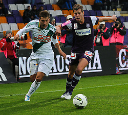 23.10.2011, Generali Arena, Wien, AUT, 1. FBL, Wiener Derby FK Austria Wien vs SK Rapid Wien, im Bild Zweikampf zwischen Juergen Patocka, (SK Rapid Wien, #3) und  Pascal Gruenwald, (FK Austria Wien, Keeper, #1) // during the vienna derby FK Austria Wien vs SK Rapid Wien, Generali Arena, Vienna, 2011-10-23, EXPA Pictures © 2011, PhotoCredit: EXPA/ M. Gruber