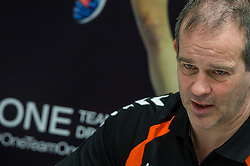 20-03-2016 FRA: Women's Olympic Qualification Tournament Pressmoment Netherlands, Metz<br /> Persmoment met het Nederlands team / Coach Henk Groener