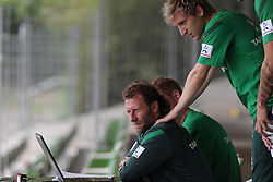 29.06.2011, Platz 11, Bremen, GER, 1.FBL, Laktattest Werder Bremen, im Bild Wolfgang Rolff (Co-Trainer Werder Bremen) und Marko Marin (Bremen #10) schauen sich Ergebnisse an   // during the training session from Werder Bremen    EXPA Pictures © 2011, PhotoCredit: EXPA/ nph/  Frisch       ****** out of GER / CRO  / BEL ******