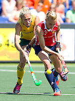 THE HAGUE - South Africa (RSA) vs England. Duel between Alex Danson (r) and Shelley Russell.  COPYRIGHT KOEN SUYK