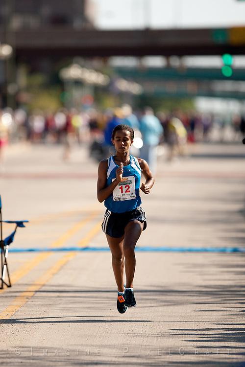 Buzunesh Deba take women's division at the Quad Cities Marathon 2009