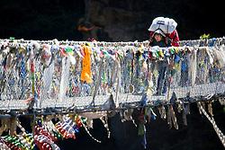 """THEMENBILD - Träger auf der Hillary-Brücke über dem Fluss Dudhkoshi. Wanderung im Sagarmatha National Park in Nepal, in dem sich auch sein Namensgeber, der Mount Everest, befinden. In Nepali heißt der Everest Sagarmatha, was übersetzt """"Stirn des Himmels"""" bedeutet. Die Wanderung führte von Lukla über Namche Bazar und Gokyo bis ins Everest Base Camp und zum Gipfel des 6189m hohen Island Peak. Aufgenommen am 09.05.2018 in Nepal // Trekkingtour in the Sagarmatha National Park. Nepal on 2018/05/09. EXPA Pictures © 2018, PhotoCredit: EXPA/ Michael Gruber"""