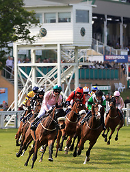Runners and Riders round the first bend during The Seadell Chalets of Hemsby Handicap Stakes at Yarmouth Racecourse.