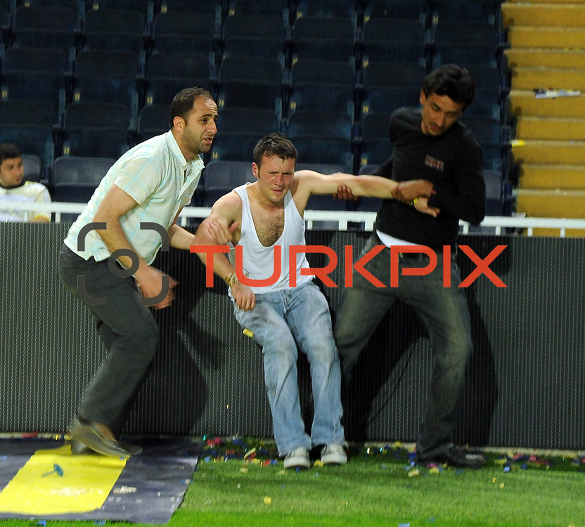Turkish soccer team Fenerbahce supporters after the match after losing the title clash of the security forces around the stadium. In the event of a large number of supporters and security officials were injured. About 5,000 fans in the Sukru Saracaoglu stadium in Istanbul Turkey  have a lot of fire. Events, police and fire officials had to intervene.  Sukru Saracaoglu stadium in Istanbul Turkey on Sunday 16 May 2010. Fenerbahce lost the Championship after a draw with Trabzonspor. Photo by TURKPIX