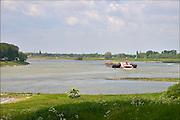 Nederland, Pannerden, 21-5-2015Binnenvaartschip, duwcombinatie, vaart over de Waal bij Millingen. Foto: Flip Franssen/Hollandse Hoogte
