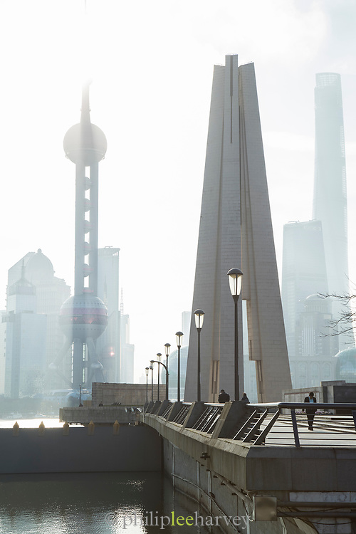 Overview of the Shanghai Monument To Peoples Heroes and the futuristic Pudong skyline, Huangpu Park, The Bund, Shanghai, China