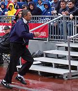 MORNING JOURNAL/DAVID RICHARD.Penn State head coach Joe Paterno runs to the Nittany Lions locker room during the second quarter.