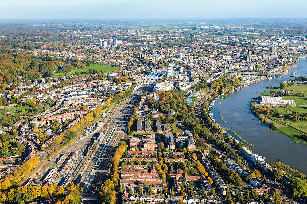 Nederland, Gelderland, Arnhem, 24-10-2013;  binnenstad Arnhem met rangeerterrein en de Neder-Rijn.<br /> Arnhem city with railway yard and river Rhine.<br /> luchtfoto (toeslag op standaard tarieven);<br /> aerial photo (additional fee required);<br /> copyright foto/photo Siebe Swart.