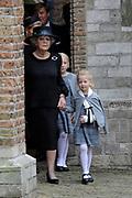 De koninklijke familie en tal van vrienden, bekenden en collega's van prins Friso zijn samengekomen in de Oude Kerk in Delft om de op 12 augustus overleden prins Friso te herdenken. <br /> <br /> The royal family and many friends, acquaintances and colleagues of Prince Friso are in the Old Church in Delft to commemorate the Prince who past away on August 12 2013.<br /> <br /> Op de foto / On the photo:  Prinses Beatrix en dochter Prinses Mabel, Luana / Princess Beatrix and Princess Mabel daughter, Luana
