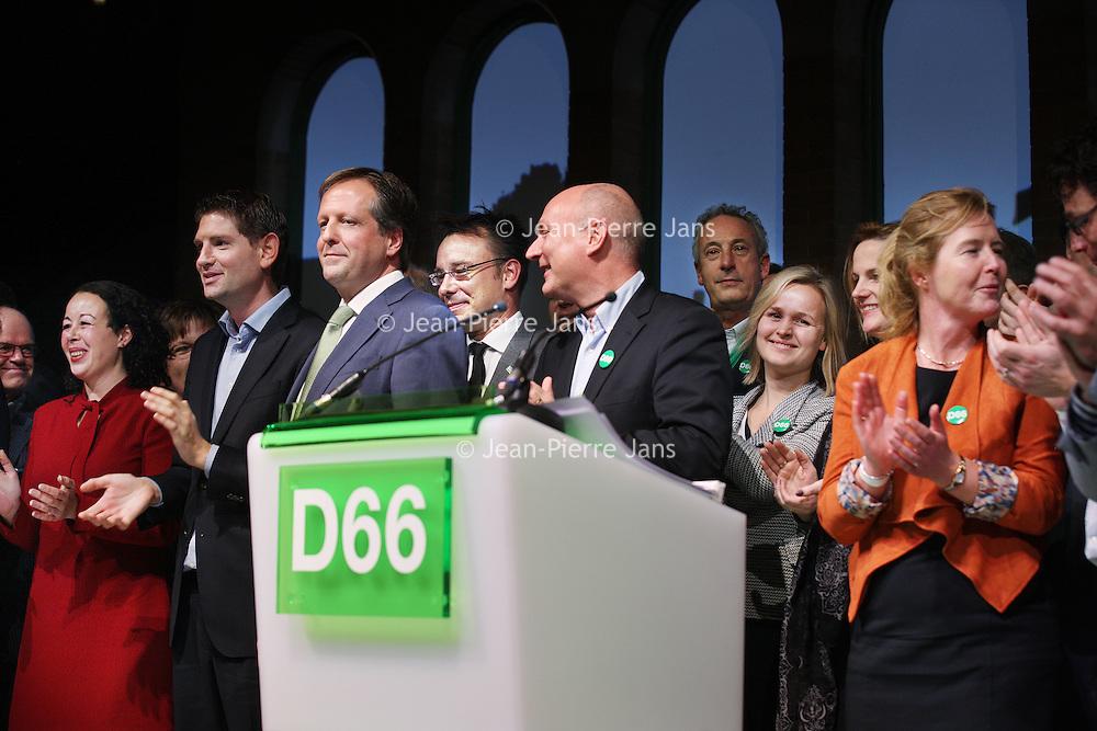Nederland, Amsterdam , 8 februari 2014.<br /> D66 congres in Beurs van Berlage.<br /> Na de speech vanpartijleider Alexander Pechtold  komen alle partijgenoten naar het podium om de dag te beeindigen.