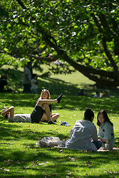 """© Licensed to London News Pictures. 22/06/2020. London, UK. Members of public are seen resting in the St James' Park, central London.   <br /> Boris Johnson will announce a new """"one metre plus"""" social distancing rule this week as part of efforts to restart Britain's economy amid the Covid-19 crisis, it has been reported. Photo credit: Marcin Nowak/LNP"""