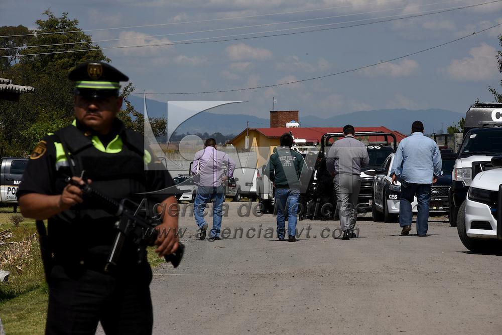 Almoloya de Juárez, México (Noviembre 02, 2016).- Dos presuntos delincuentes murieron en un enfrentamiento con policías estatales, y dos elementos de la CESC resultaron heridos, en las inmediaciones de un racho denominado San Diego, en la comunidad de San Diego, Almoloya de Juárez, el lugar permaneció resguardado por policías estatales y militares.  Agencia MVT / Crisanta Espinosa