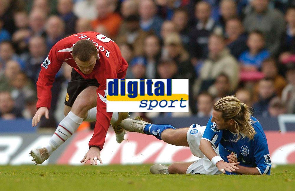 Fotball<br /> Premier League England<br /> 2004/2005<br /> 16.10.2004<br /> Foto: SBI/Digitalsport<br /> NORWAY ONLY<br /> <br /> Birmingham City v Manchester United<br /> <br /> A late challenge from Birmingham's Robbie Savage (R) catches Manchester United's Wayne Rooney, resulting in the teenager being in obvious pain and requiring treatment.