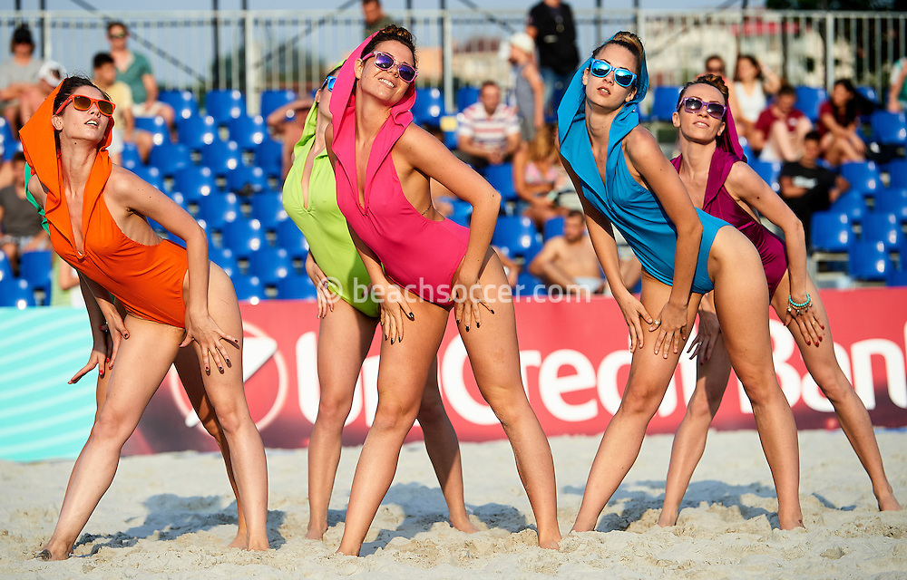 Cheerleaders at the Euro Beach Soccer Cup 2016 in Belgrade. (Photo by Manuel Queimadelos)