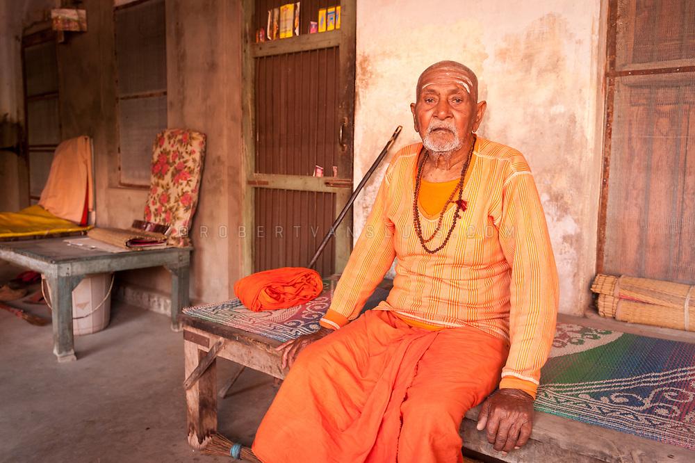 Portrait of Atandi Swami Kesura Nang, a sannyasin at the Mumukshu Bhawan hospice in Varanasi, India. Photo © robertvansluis.com