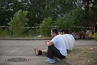 DEU, Deutschland, Germany, Berlin, 13.08.2015: Flüchtlinge in der kurzfristig eingerichteten Notunterkunft im Berliner Stadtteil Karlshorst. Die vom DRK betriebene Erstaufnahmestelle in der Köpenicker Allee soll die Zentrale Aufnahmeeinrichtung für Asylbewerber der LaGeSo in Moabit entlasten.