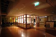 Nederland, Nijmegen, 13-5-2003Verpleegpost tijdens nachtdienst in het UMC Radboud. Ziekenhuis, zorg, nachtmens, nachtwerk, verpleegkundige, personeelstekort gezondheidszorg, salaris.Foto: Flip Franssen