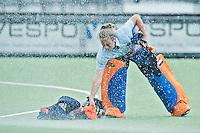 EINDHOVEN - Keeper Saskia van Duivenbode , zaterdag bij de oefenwedstrijd tussen het Nederlands team van Jong Oranje Dames en dat van de Vernigde Staten. Volgende week gaat het WK-21 in Duitsland van start. FOTO KOEN SUYK