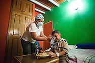 Jaqueline Romero, madre de Manuel Alejandro, limpia el rostro de su hijo durante el almuerzo. Gracias a FundaHigado, en junio de 2012, Manuel Alejandro recibió un trasplante de higado que le permite disfrutar de la vida. Maracaibo, Venezuela 20 y 21 Oct. 2012. (Foto/ivan gonzalez)