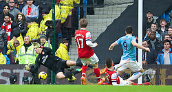 14.12.2013, Etihad Stadium, Manchester, ENG, Premier League, Manchester City vs FC Arsenal, 16. Runde, im Bild Manchester City's Alvaro Negredo scores the second goal against Arsenal's goalkeeper Wojciech Szczesny // during the English Premier League 16th round match between Manchester City and Arsenal FC at the Etihad Stadium in Manchester, Great Britain on 2013/12/14. EXPA Pictures © 2013, PhotoCredit: EXPA/ Propagandaphoto/ David Rawcliffe<br /> <br /> *****ATTENTION - OUT of ENG, GBR*****