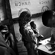 GIZ hospital workers register newly arrived children to a stabilization centre in IFO-1camp in the Dadaab refugee camp in northeastern Kenya. Photo: Sanjit Das/Panos