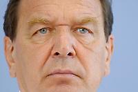 13 AUG 2003, BERLIN/GERMANY:<br /> Gerhard Schroeder, SPD, Bundeskanzler, Pressekonferenz zu den Beschluessen der vorangegangenen K abinettsitzung, Bundespressekonferenz<br /> IMAGE: 20030813-02-029<br /> KEYWORDS: Gerhard Schröder, BPK