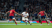 Twickenham, England. England's Mako VUNIPOLA, looking at the gap between left, Uini ATONIO and Fulgence OUEDRAOGO, during the  QBE International. England vs France [World cup warm up match]  Saturday.  15.08.2015,  [Mandatory Credit. Peter SPURRIER/Intersport Images].