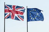 09 APR 2019, BERLIN/GERMANY:<br /> Flaggen Vereinigtes Koenigreich und Europaeische Union, waehrend dem Besuch von T heresa M ay, Premierministerin  Vereinigtes Koenigreich, und A ngela M erkel, Bundeskanzlerin, Bundeskanzleramt<br /> IMAGE: 20190409-01-001<br /> KEYWORDS: Fahnen, Flagge, Flag, Flags, Vereinigten Königreich, United Kingdom, Großbritannien, Grossbritannien