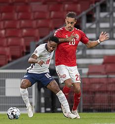 Raheem Sterling (England) og Yussuf Poulsen (Danmark) under UEFA Nations League kampen mellem Danmark og England den 8. september 2020 i Parken, København (Foto: Claus Birch).
