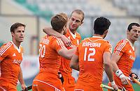 NEW DELHI - Vreugde bij Oranje , vlnr Jeroen Hertzberger, Mink vd Weerden, Robbert Kemperman en Sander Baart nadat Nederland op 1-0 is gekomen  tijdens de kwart finale van  de finaleronde van de Hockey World League tussen de mannen van Nederland en Duitsland . ANP KOEN SUYK