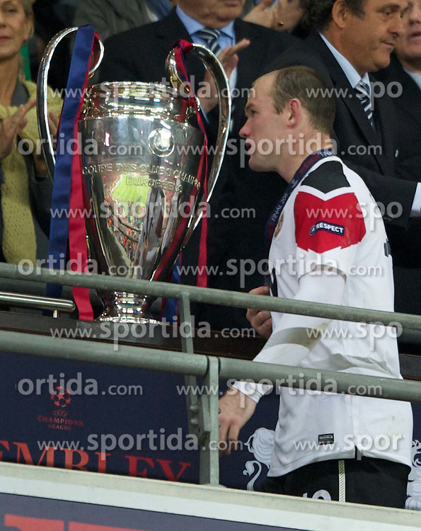 28.05.2011, Wembley Stadium, London, ENG, UEFA CHAMPIONSLEAGUE FINALE 2011, FC Barcelona (ESP) vs Manchester United (ENG), im Bild Manchester United's Wayne Rooney walks past the European Cup trophy looking utterly dejected as his side are outclassed by FC Barcelona 3-1 during the UEFA Champions League Final at Wembley Stadium, EXPA Pictures © 2011, PhotoCredit: EXPA/ Propaganda/ Chris Brunskill *** ATTENTION *** UK OUT!