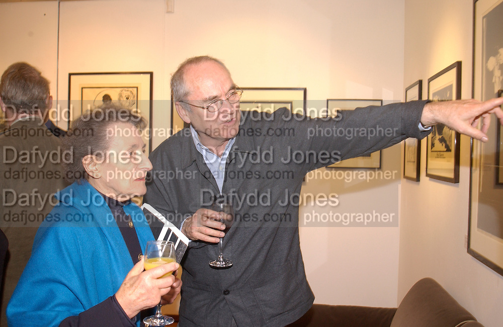 Betty Joseph and Nicholas Garland, Nicholas Garland prints and drawings, Fine Art Society. 13 May 2003. © Copyright Photograph by Dafydd Jones 66 Stockwell Park Rd. London SW9 0DA Tel 020 7733 0108 www.dafjones.com