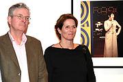 Onthulling van de Mies Bouwman Foyer in het Beatrix Theater Utrecht.<br /> <br /> Op de foto:  kinderen Joost Timp en Mies Timp