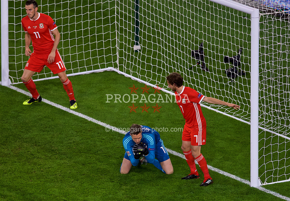 CARDIFF, WALES - Thursday, September 6, 2018: Wales' goalkeeper Wayne Hennessey makes a save during the UEFA Nations League Group Stage League B Group 4 match between Wales and Republic of Ireland at the Cardiff City Stadium. (Pic by Laura Malkin/Propaganda)