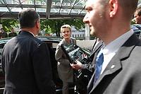 29 MAY 2002, BERLIN/GERMANY:<br /> Renate Kuenast, B90/Gruene, Bundesverbraucherschutzministerin, steigt in ihren Dienstwagen, nach dem besuch des Welt Fleisch Kongresses, Estrell Hotel<br /> IMAGE: 20020529-03-008<br /> KEYWORDS: Renate Künast, Wagen, Auto , KFZ
