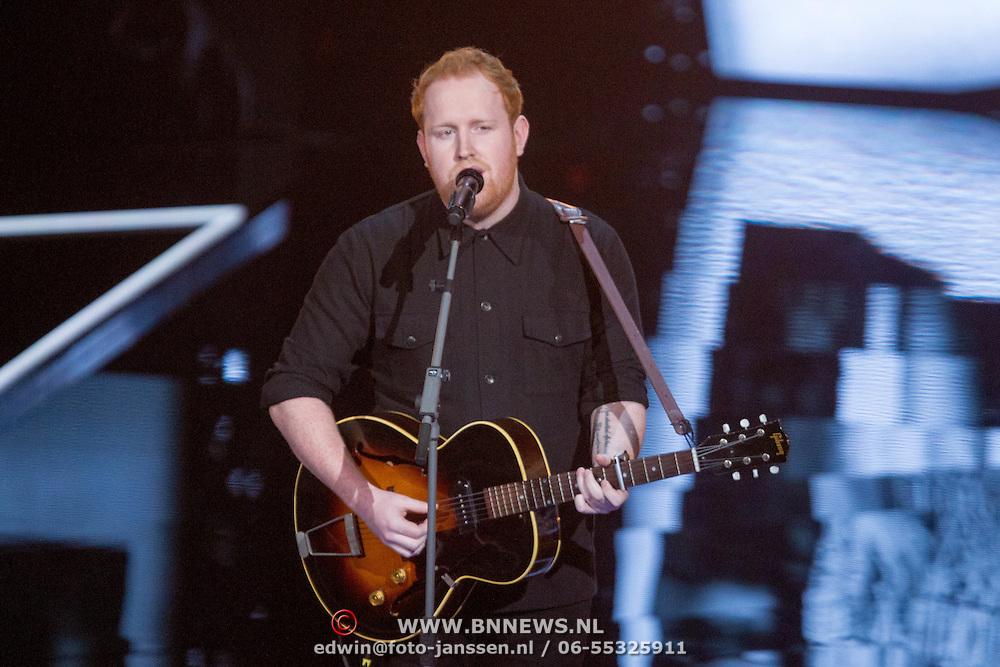 NLD/Hilversum/20151211 - 2e Liveshow The Voice of Holland, TVOH, Gavin James