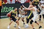 Basketball: Deutschland, 1. Bundesliga, Hamburg Towers -  EWE Baskets Oldenburg, Hamburg, 14.04.2021<br /> Keith Hornsby (Oldenburg, l.) - Kamron Taylor (M.) und Maik Kotsar (beide Towers, r.) <br /> © Torsten Helmke