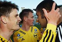 Espen Søgård, Lillestrøm, jubler sammen med Emille Baron, Lillestrøm. Lillestrøm - Fredrikstad 2-0. Tippeligaen 2004. 12. april 2004. (Foto: Peter Tubaas/Digitalsport)