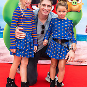 NLD/Amsterdam/20190814 - Premiere Angry Birds 2, Rico Verhoeven met zijn dochters jazlynn en Mikayla