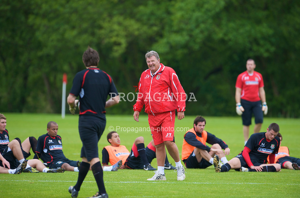 CARDIFF, WALES - Thursday, May 28, 2009: Wales' manager John Toshack MBE during a training session at the Vale of Glamorgan ahead of the International friendly match against Estonia. (Pic by David Rawcliffe/Propaganda)
