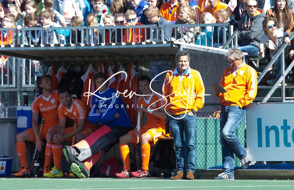 DELFT - Hockey - Dug Out van Oranje. Het Nederlands hockeyteam mannen speelde zaterdag een interland tegen Engeland (3-3) , ter voorbereiding aan het WK hockey dat op 31 mei in Den Haag van start gaat. FOTO KOEN SUYK