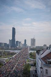 07.04.2019, Wien, AUT, Vienna City Marathon 2019, im Bild Feature Läufer Reichsbruecke// during the Vienna City Marathon 2019 in Vienna, Austria on 2019/04/07. EXPA Pictures © 2019, PhotoCredit: EXPA/ Florian Schroetter