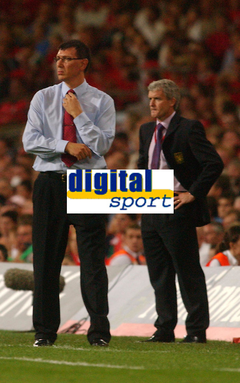 Fotball<br /> 08.09.2004<br /> Wales v Nord Irland<br /> Foto: SBI/Digitalsport<br /> NORWAY ONLY<br /> <br /> Wales' Mark Hughes and Northern Ireland's Lawrie Schanchez