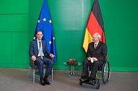 DEU, Deutschland, Germany, Berlin, 20.05.2021: Bundestagspräsident Dr. Wolfgang Schäuble (R), CDU/CSU, MdB, empfängt den Außenminister von Slowenien, Herrn Anže Logar (L), zu einem Gespräch.