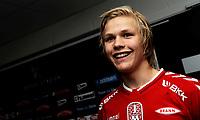 Fotball<br /> 9. Mai 2013<br /> Tippeligaen<br /> Brann stadion<br /> Brann - Start 2 - 0<br /> En glad Brann debutant Håkon Lorentzen (L) , på bare 15 år<br /> Foto Astrid M. Nordhaug