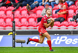 Tom Prydie of Scarlets takes the high ball<br /> <br /> Photographer Craig Thomas/Replay Images<br /> <br /> Guinness PRO14 Round 3 - Scarlets v Benetton Treviso - Saturday 15th September 2018 - Parc Y Scarlets - Llanelli<br /> <br /> World Copyright © Replay Images . All rights reserved. info@replayimages.co.uk - http://replayimages.co.uk