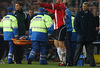 Fotball<br /> Foto: BPI/Digitalsport<br /> NORWAY ONLY<br /> <br /> 24/11/2004 PSV Eindhoven v Arsenal<br /> UEFA Champions League, Philips Stadion, Eindhoven<br /> <br /> Arsene Wenger looks on as Roobin Van Persie is carried off