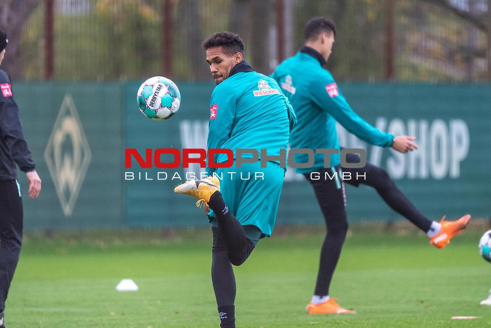 16.11.2020, Trainingsgelaende am wohninvest WESERSTADION - Platz 12, Bremen, GER, 1.FBL, Werder Bremen Training<br /> <br /> <br /> HACKENTRICK <br /> <br /> THEODOR GEBRE SELASSIE (WERDER BREMEN #23)<br />  ,Ball am Fuss, <br /> <br /> Foto © nordphoto / Kokenge *** Local Caption ***